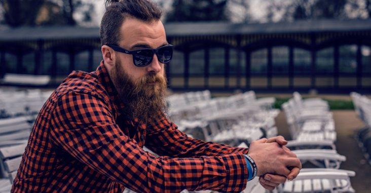 Comment être à la mode hipster avec un piercing à la langue pour homme ?